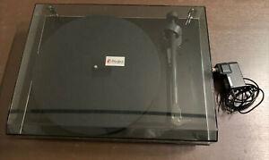 Pro-Ject Debut Carbon Fiber DC Plattenspieler Piano Black Ortofon 2m red Nadel