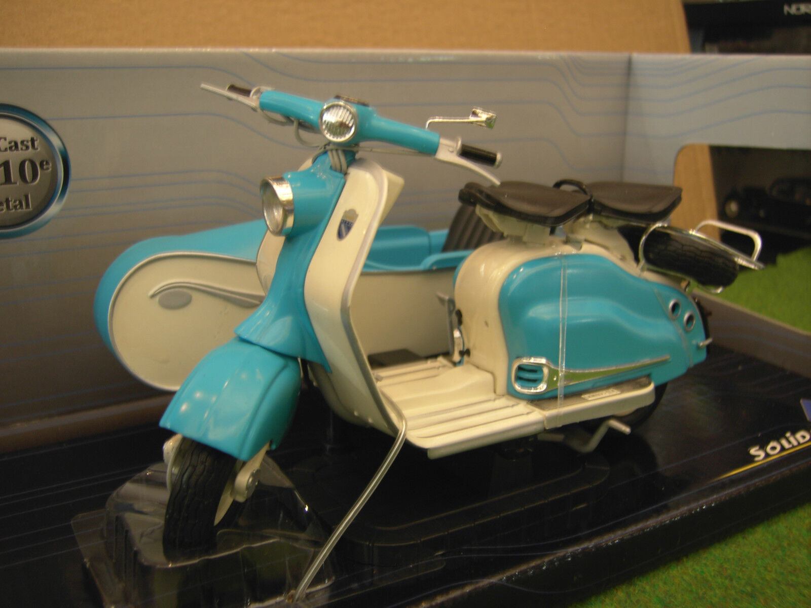 LAMBRETTA LD 125 + SIDE  voiture 1958 1 10 SOLIDO 421100060 moto miniature collection  magasin pas cher