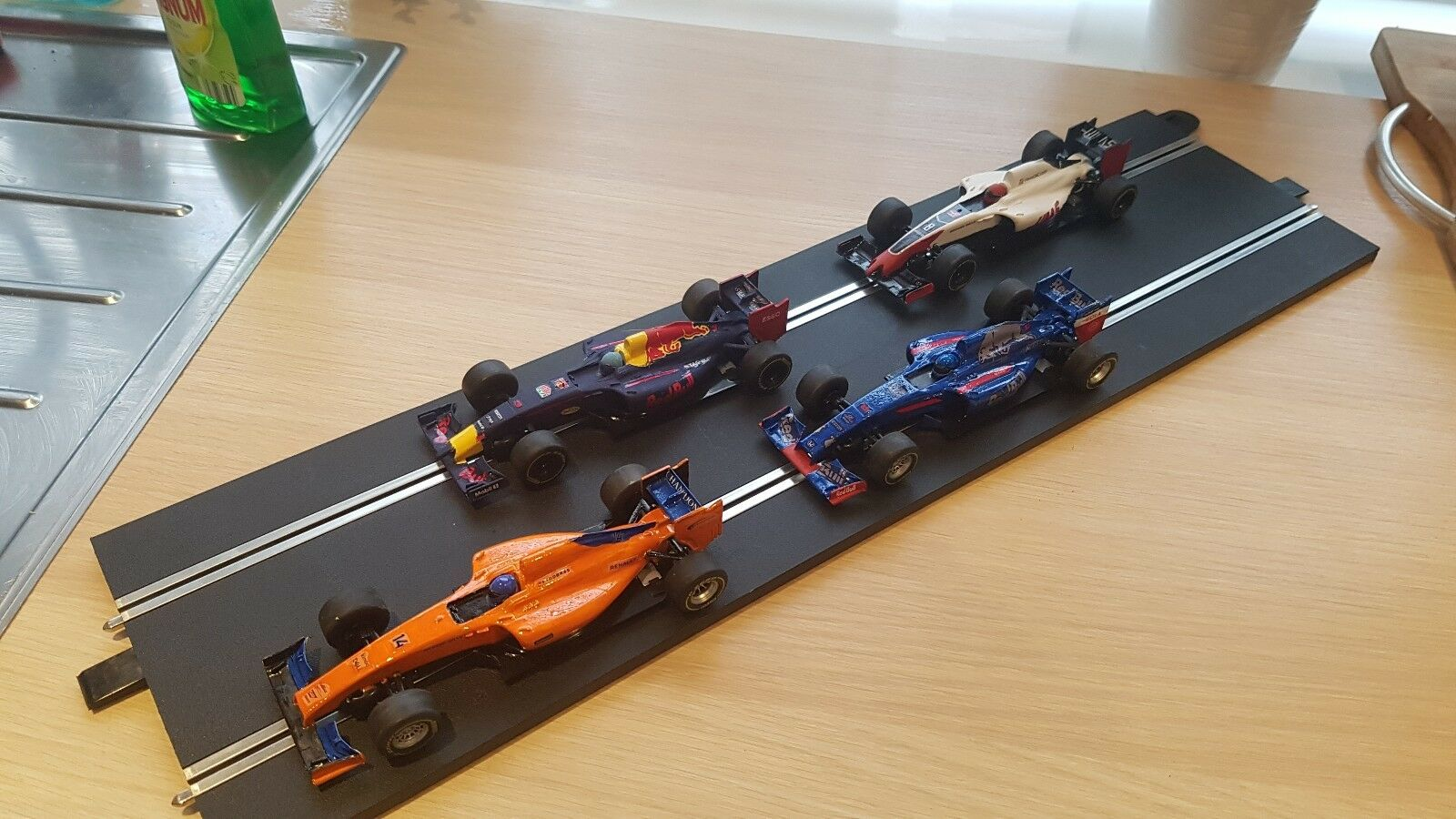 Scalextric Formula 1 2018 F1 Digital Car Set Red Bull Haas Mclaren Tgold red