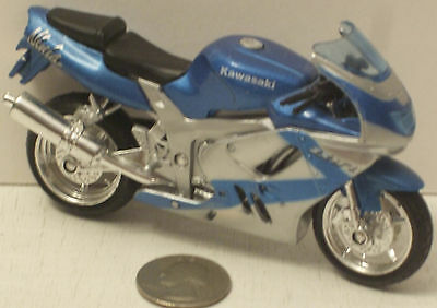 MAISTO 1//18 SCALE KAWASAKI ZX9R NINJA BLUE SILVER NIP Motorcycle NEW Vintage HTF