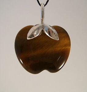 Steinanhaenger-aus-Tigerauge-in-der-Form-eines-Apfels-Schlaufe-925-Silber