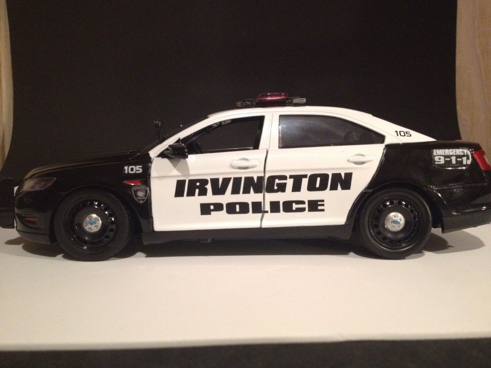 Irvington Police NJ Ford Taurus Police 1 24 Scale Die-Cast Replica