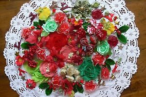 Flower-amp-Embellishment-Mixture-CHRISTMAS-Colours-1to8cm-100-items-Mixed-brandsMH
