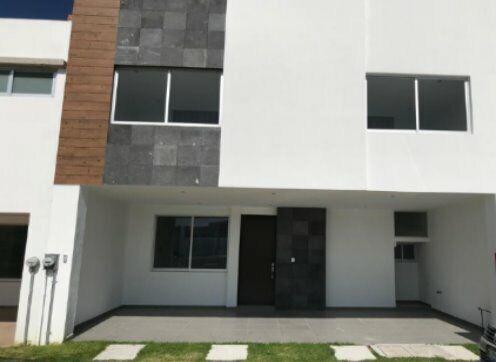 Casa en renta  en fraccionamiento Santa Teresa a un lado de la recta Cholula $15000