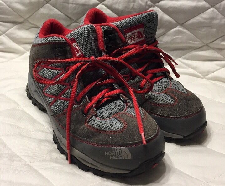 The North Face Boys shoes Grey And Red 632207 Size 6