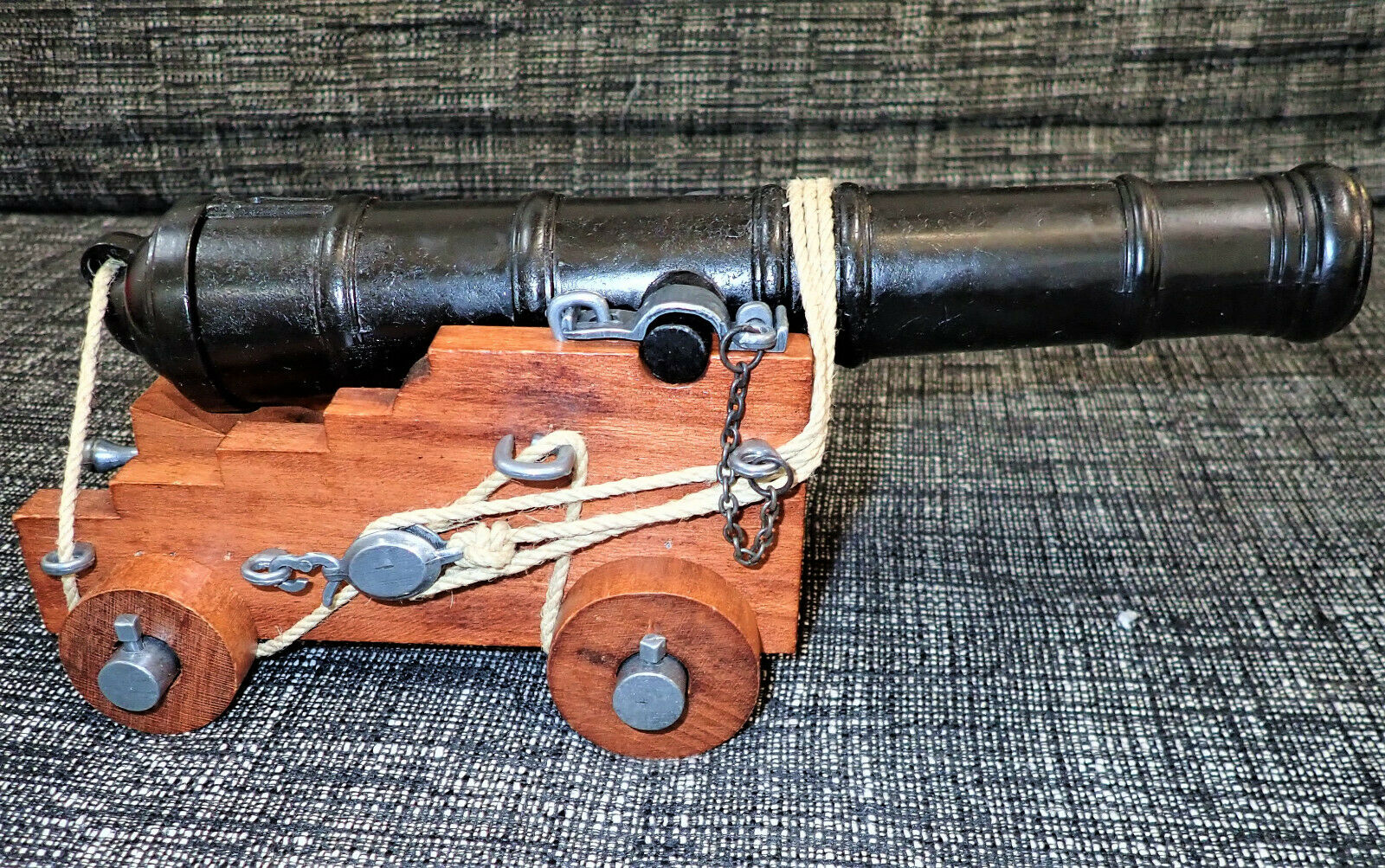 18TH CENTURY BRITISH ROYAL NAVY SHIPS TOY TOY MODEL CANNON WITH CARRIAGE