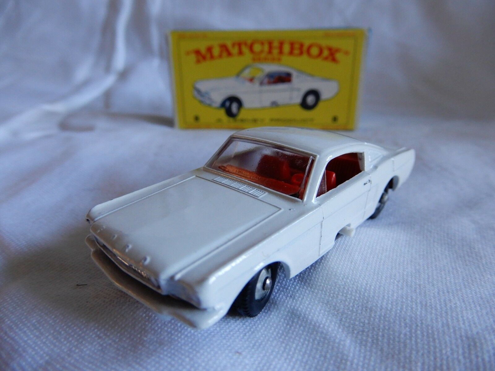 LESNEY MATCHBOX SERIES  FORD MUSTANG  8 CAR BOXED MADE IN ENGLAND