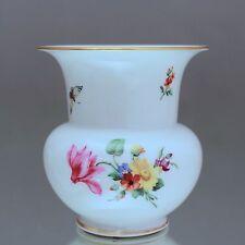 KPM Berlin: kleine Fidibus Vase 9 cm, Schinkel, Goldrand, Blumenmalerei Insekten