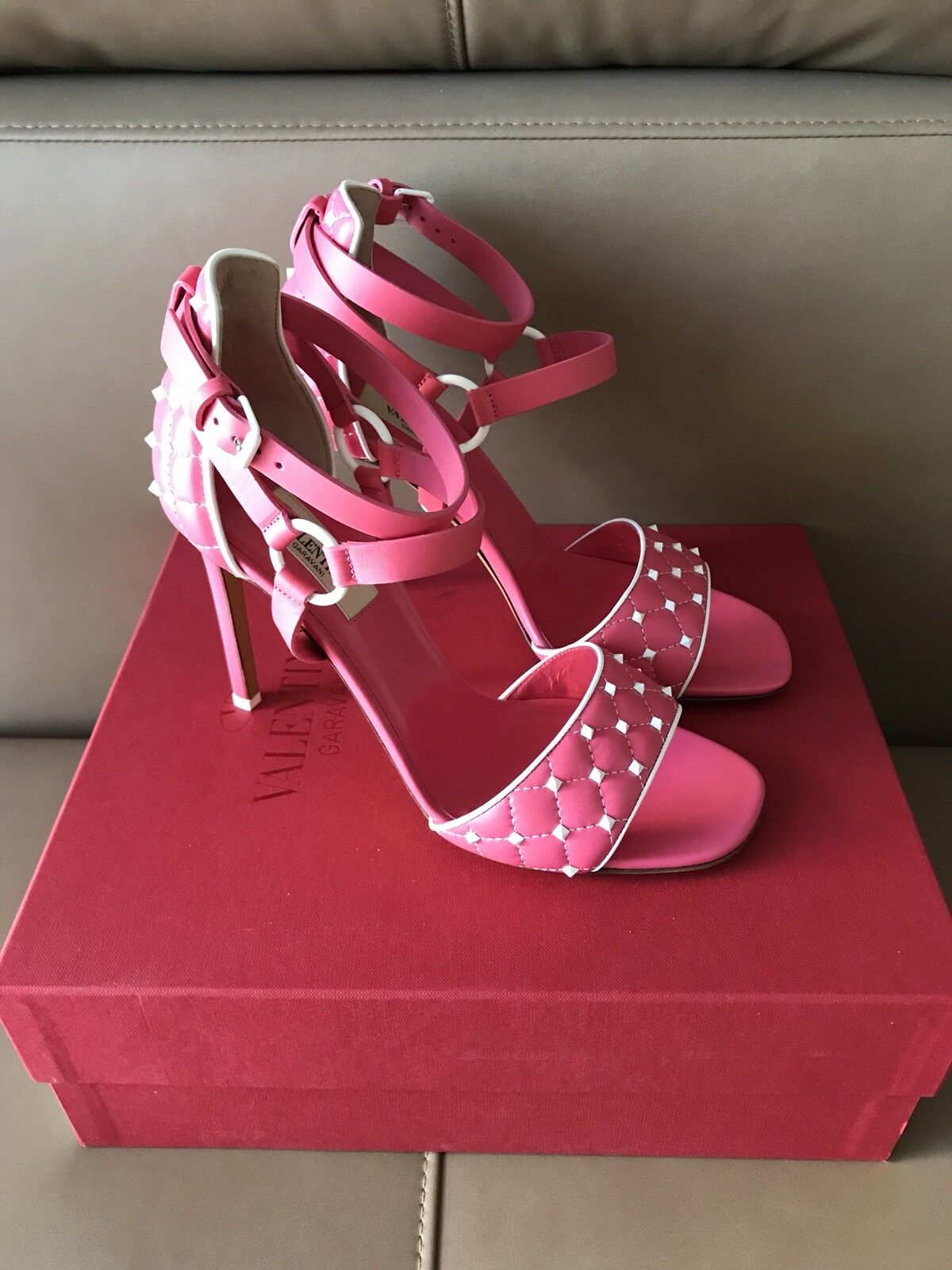 Valentino  995 Spike Studded Studded Studded rose Sandals in sze 38--8 US.   NIB. fcc00c