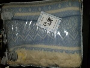 NIB Amana Woolen Mills Wool Throw Blanket Blue Nordic 56 x 72 Fringe ... 8e314f205