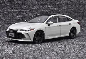 1-18-scale-Toyota-Avalon-White-DIECAST-Car-Model-Toy-Collection-veneno