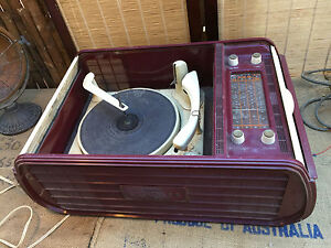 Vintage-Australian-Duplex-Kriesler-Radiogram-Record-Player-Valve-Radio