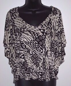 H-I-P-Size-Small-Womens-Black-and-White-Angel-Sleeve-Top