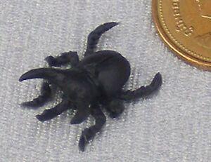 1:12 Scale Single Black Polymer Clay Spider Tumdee Dolls House Garden Pet A