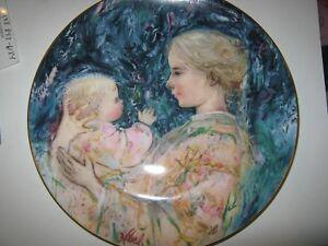 EDNA-HIBEL-plate-Kristina-and-Child-Royal-Doulton-1975