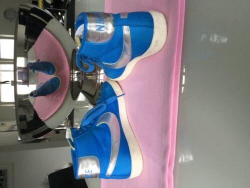 NIKE blaue hohe Turnschuhe mit silbernem Logo 38