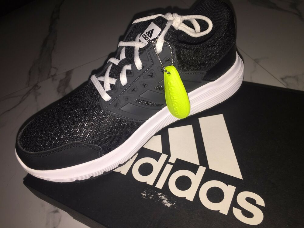 brand new Femmes noir adidas chaussures Taille 7