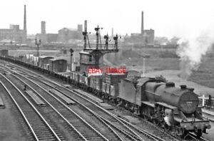 PHOTO  LMS 42856 APPROACHING DEWSNAP SIDINGS AT GUIDE BRIDGE EAST JUNCTION 1951 - Tadley, United Kingdom - PHOTO  LMS 42856 APPROACHING DEWSNAP SIDINGS AT GUIDE BRIDGE EAST JUNCTION 1951 - Tadley, United Kingdom