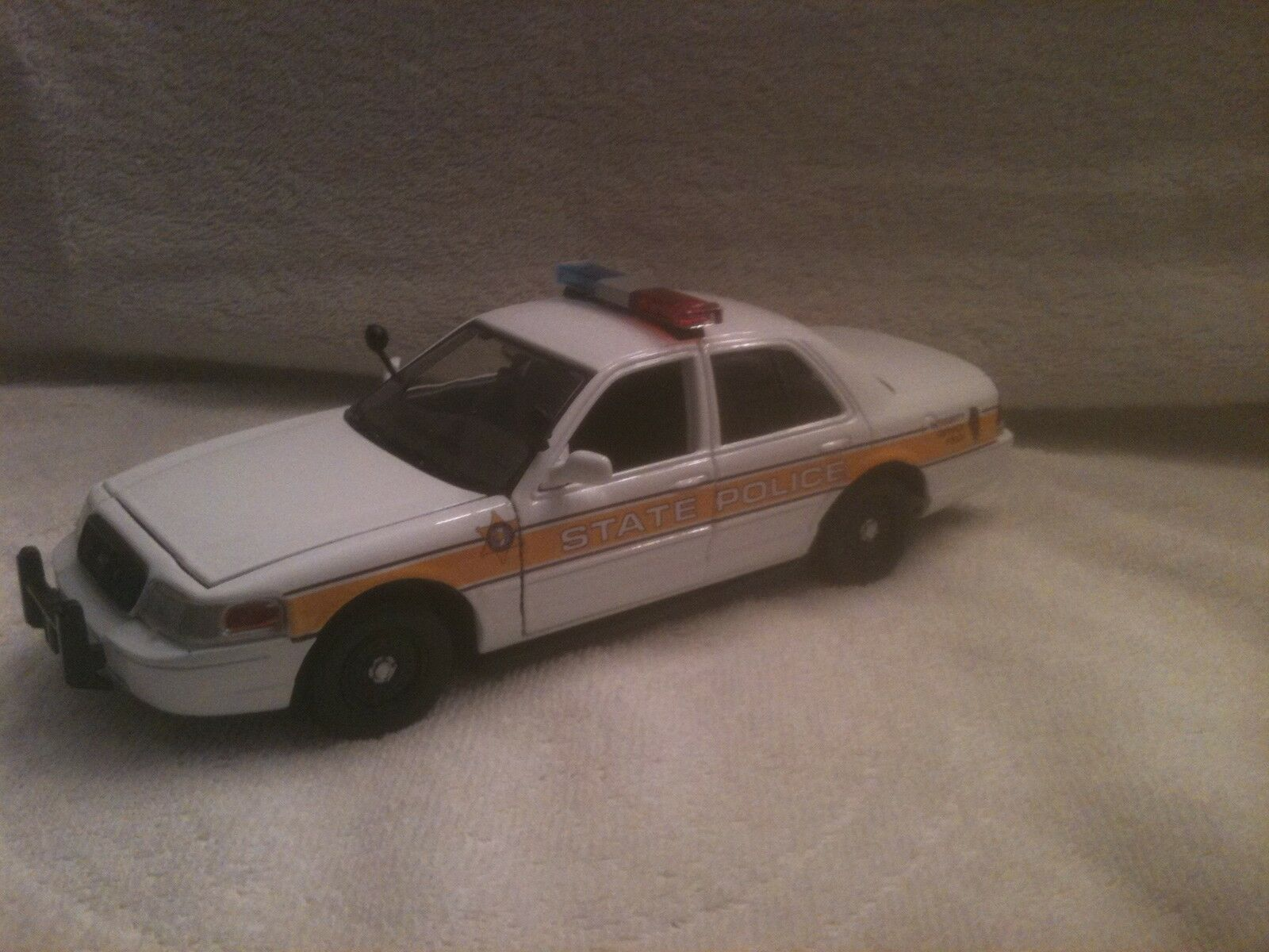 Estado de Illinois policía coche modelo diecast escala 1/24 con luces de trabajo/Sirena