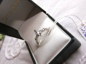 CLASSIC & ELEGENT IS THIS 925 SILVER 2 CLAW SET MARQUISE STONE SHAPED RING S.Q