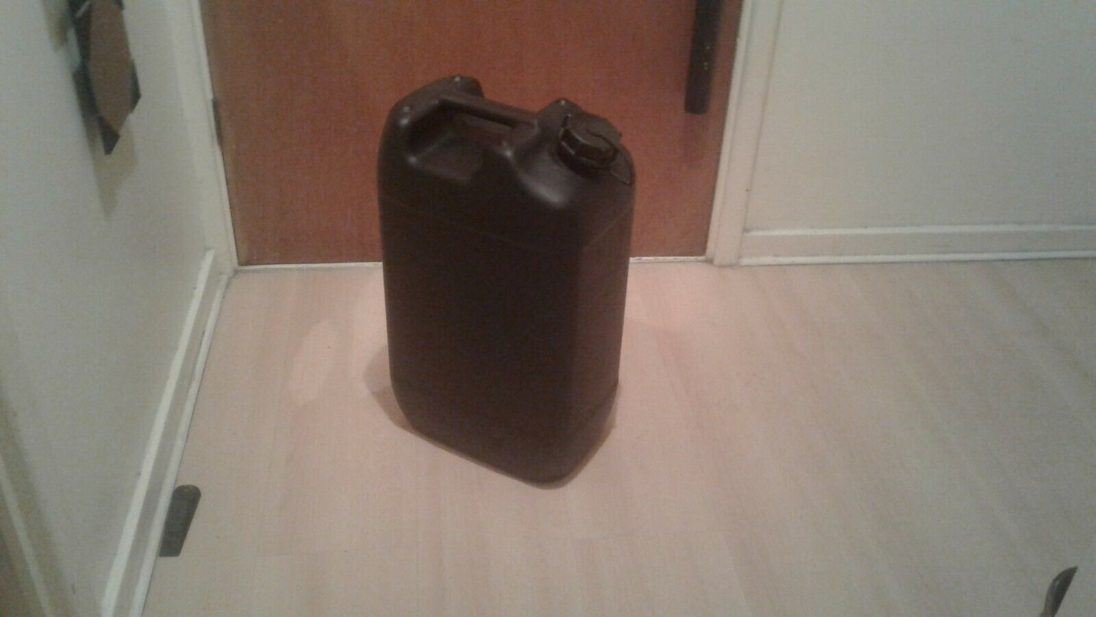 *20 LITRE*- CAPACITY BLACK PLASTIC LIQUIDS CONTAINER WITH HANDLE& WIDE SCREW T