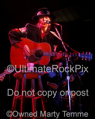 JONI MITCHELL PHOTO 8x10 Concert Photo in 1976 by Marty Temme 1C Acoustic Guitar