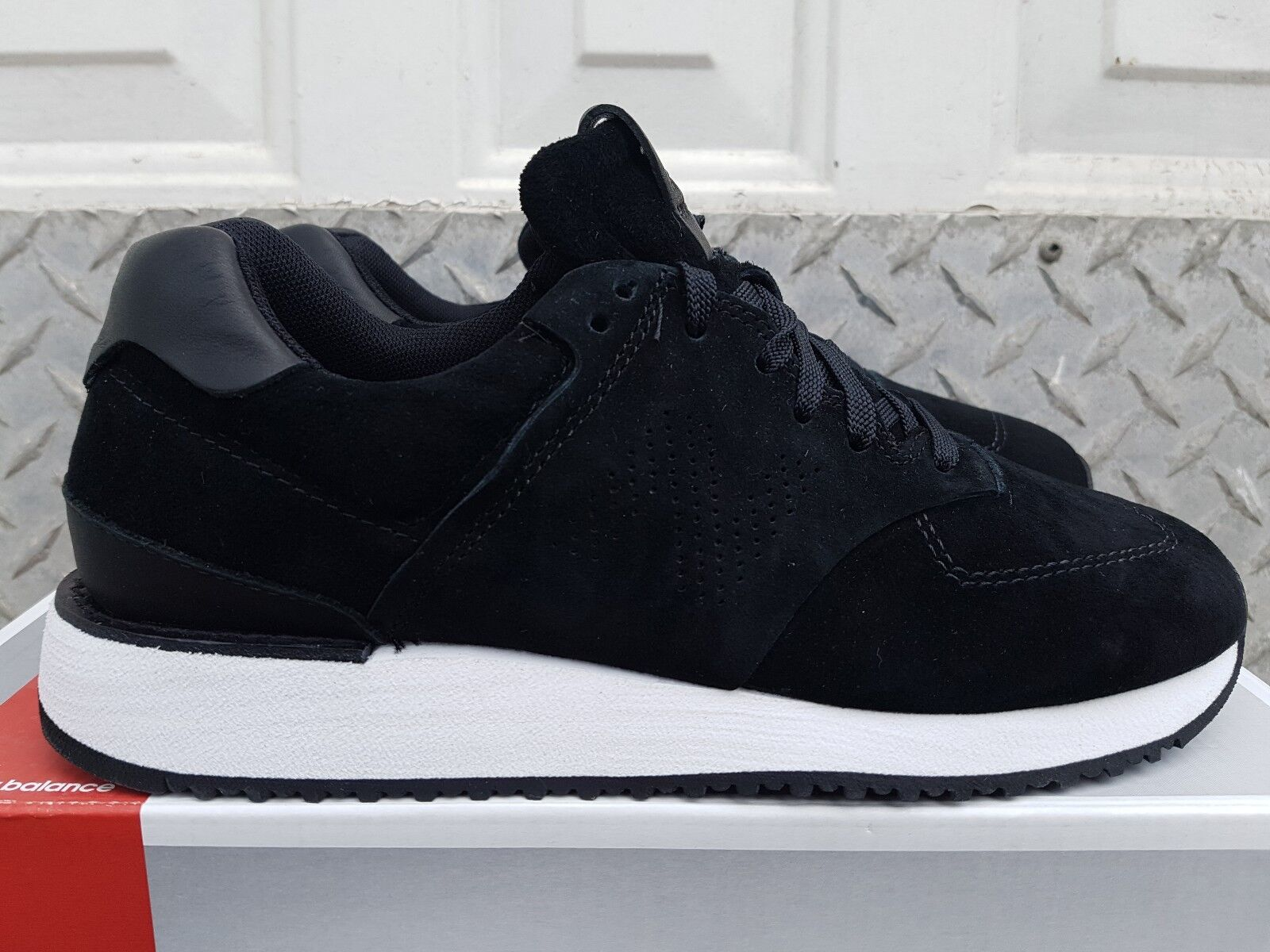 NEW IN THE BOX NEW BALANCE WOMEN'S WL745BK BLACK SUEDE LIFESTYLE SHOES