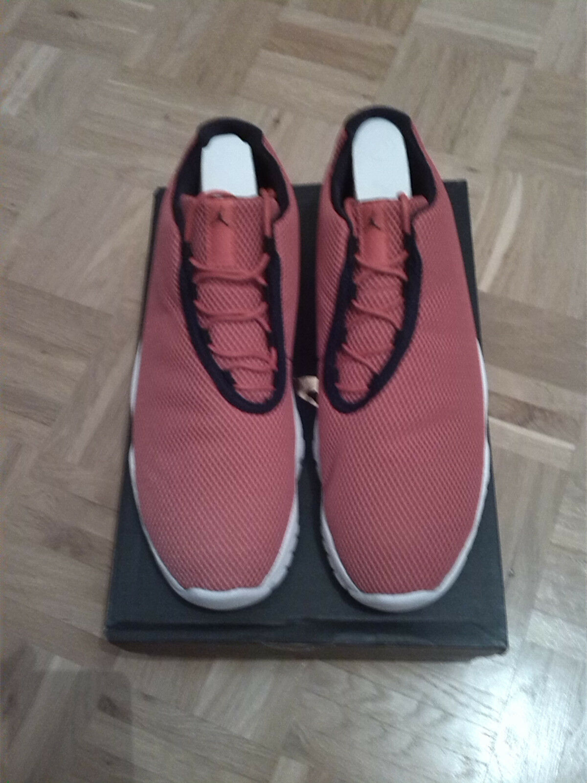 Bir Jordan Future Low - University Red - Size US11.5  / EU45.5 - Neu