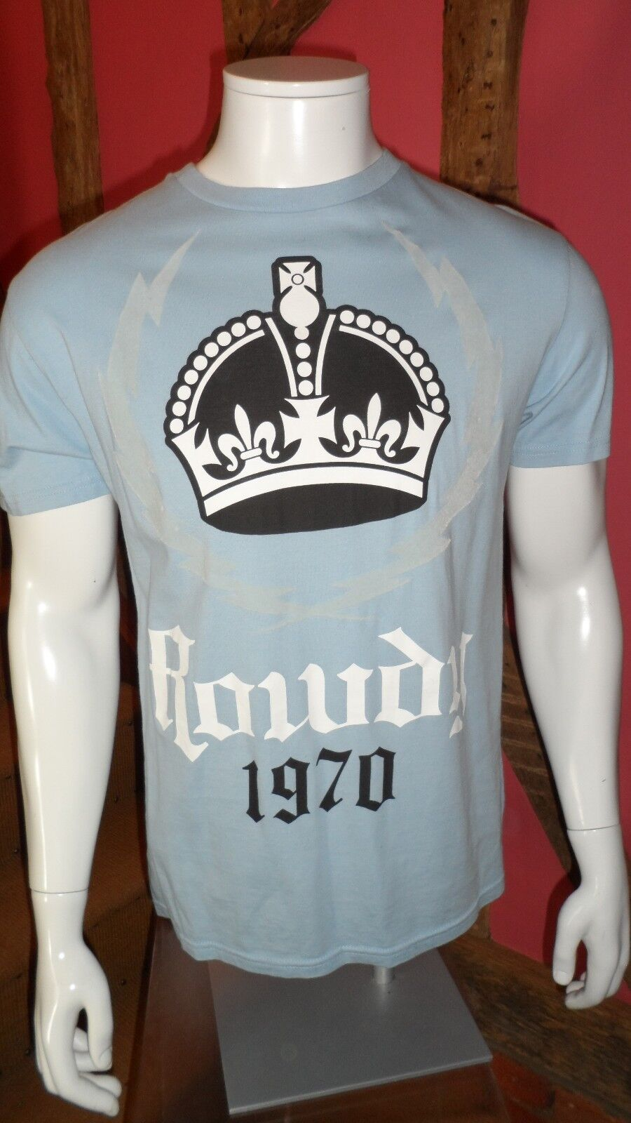 Medium Coloreeee Blu Pallido Stampa Grafica Manica Shirt Corta T Shirt  Manica in un 100% cotone da Rowdy 9ff3aa d6e903545519