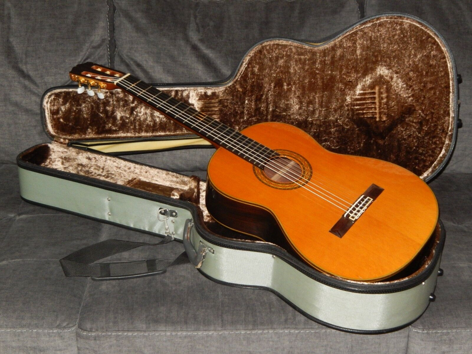 MADE IN 1991 - TAKAMINE No5 - AN AWESOME CLASSICAL GUITAR IN EXCELLENT CONDITION