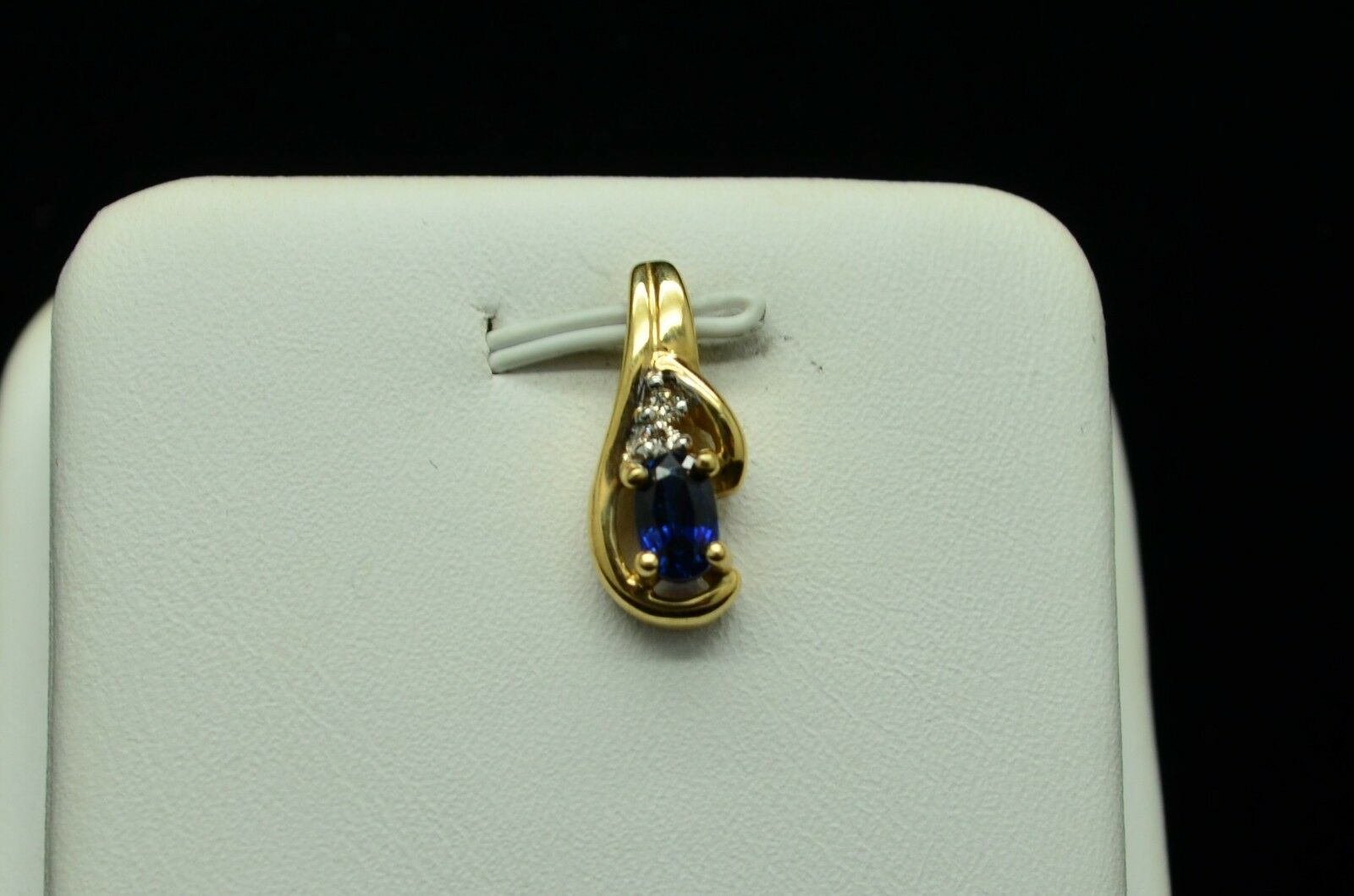 BEAUTIFUL 14K YELLOW gold SAPPHIRE PENDANT WITH SMALL DIAMOND ACCENTS gold-622