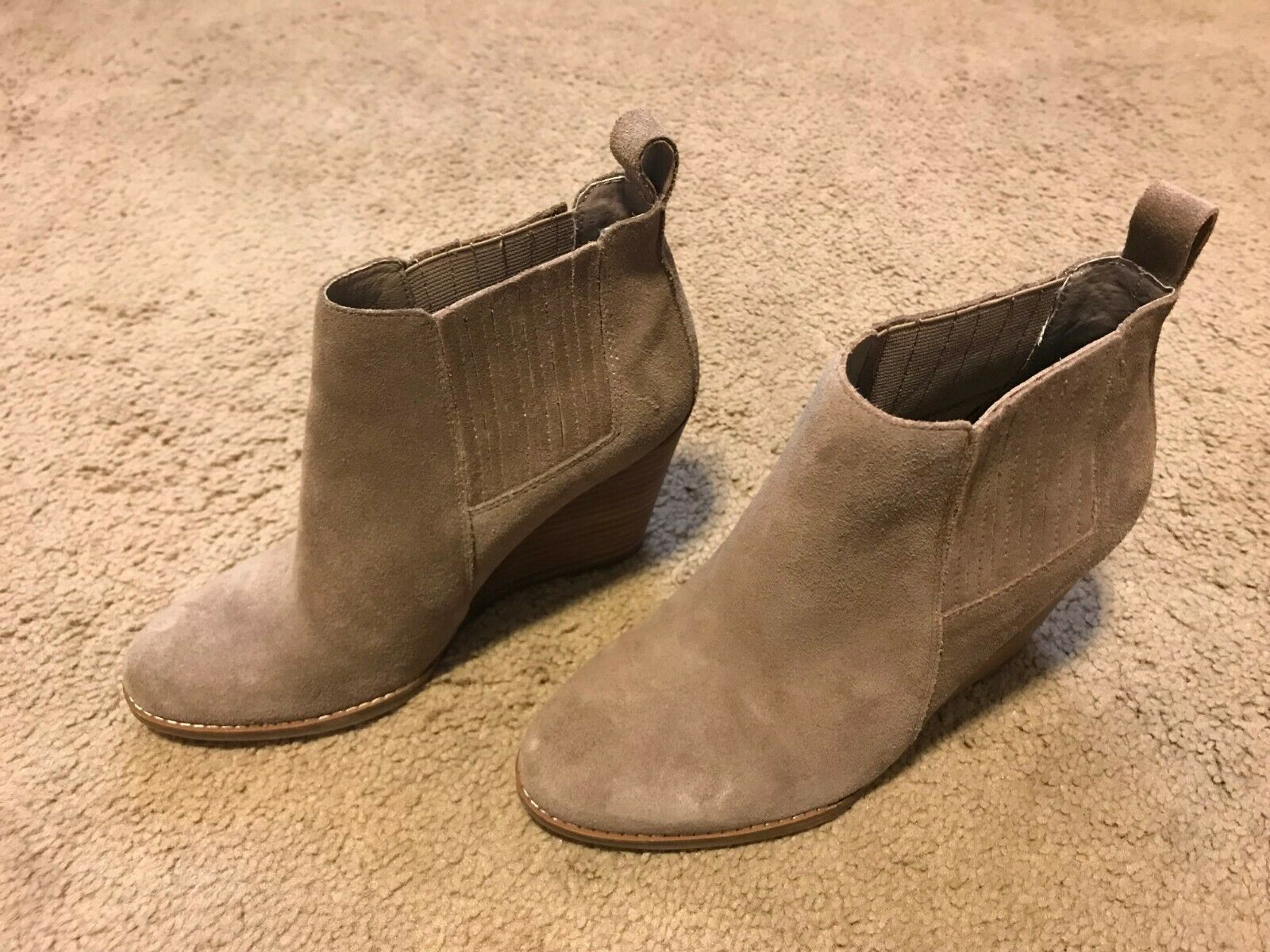Jessica Simpson Women's Carolynn Slater Taupe Oiled Suede 7M