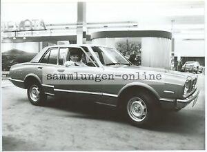 TOYOTA-Carina-Limousine-Auto-Automobil-Fotografie-Foto-Pressefoto