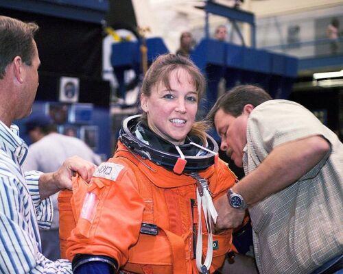 NOWAK STS-121 DISCOVERY 8x10 SILVER HALIDE PHOTO PRINT ASTRONAUT LISA M
