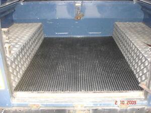 Bedliner-Boot-Liner-Land-Rover-Defender-110-natural-rubber