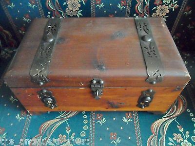 Wooden Coffer Sweet-Tempered Peterson Brothers Mfrs 165-171 N Elizabeth Street Decorative Collectibles