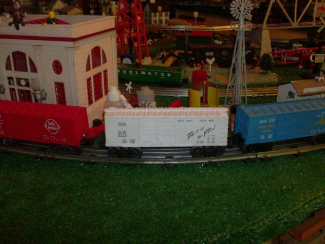 LIONEL TRAINS P W RED WHITE & blueE 3 BOX CAR LOT  SWIFT, FRISCO & AIREX SHARP