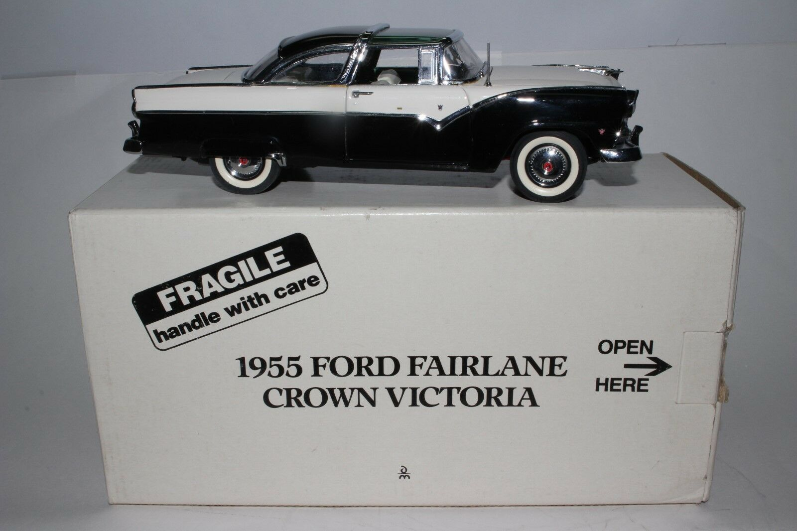 1955 Ford Fairlane Crown Victoria, Danbury Mint de Metal 1 24 Buen Estado