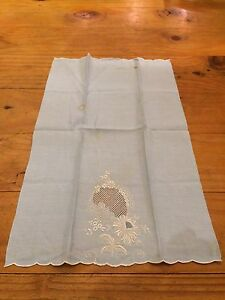 VINTAGE-20-1-2-034-x-12-1-2-034-520mm-x-320mm-WEDGWOOD-BLUE-EMBROIDERED-SERVIETTE