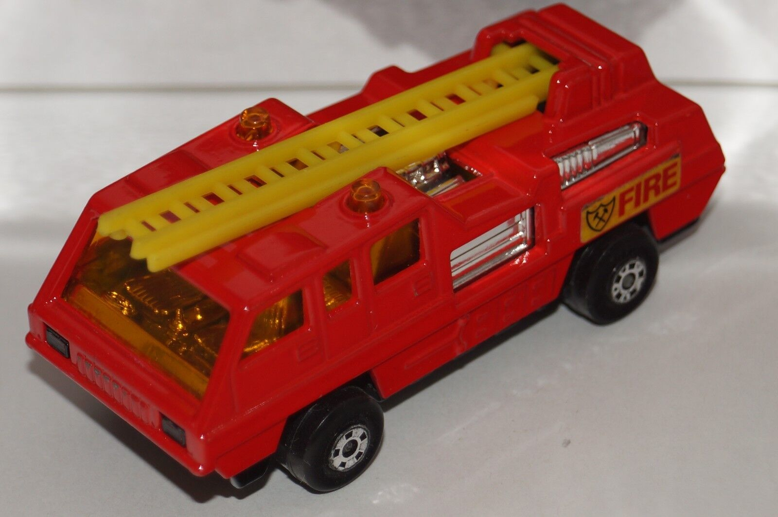 Original Matchbox Superfast-Blaze Buster-no 22-Coloreee rosso y giallo Escalera