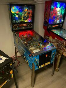 Judge Dredd LEDs Pinball Flipper 1993 by BALLY American Pinball