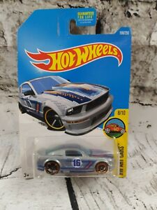 Hot Wheels 07 Ford Mustang Hw Arte Cars 8/10 tarjeta de largo