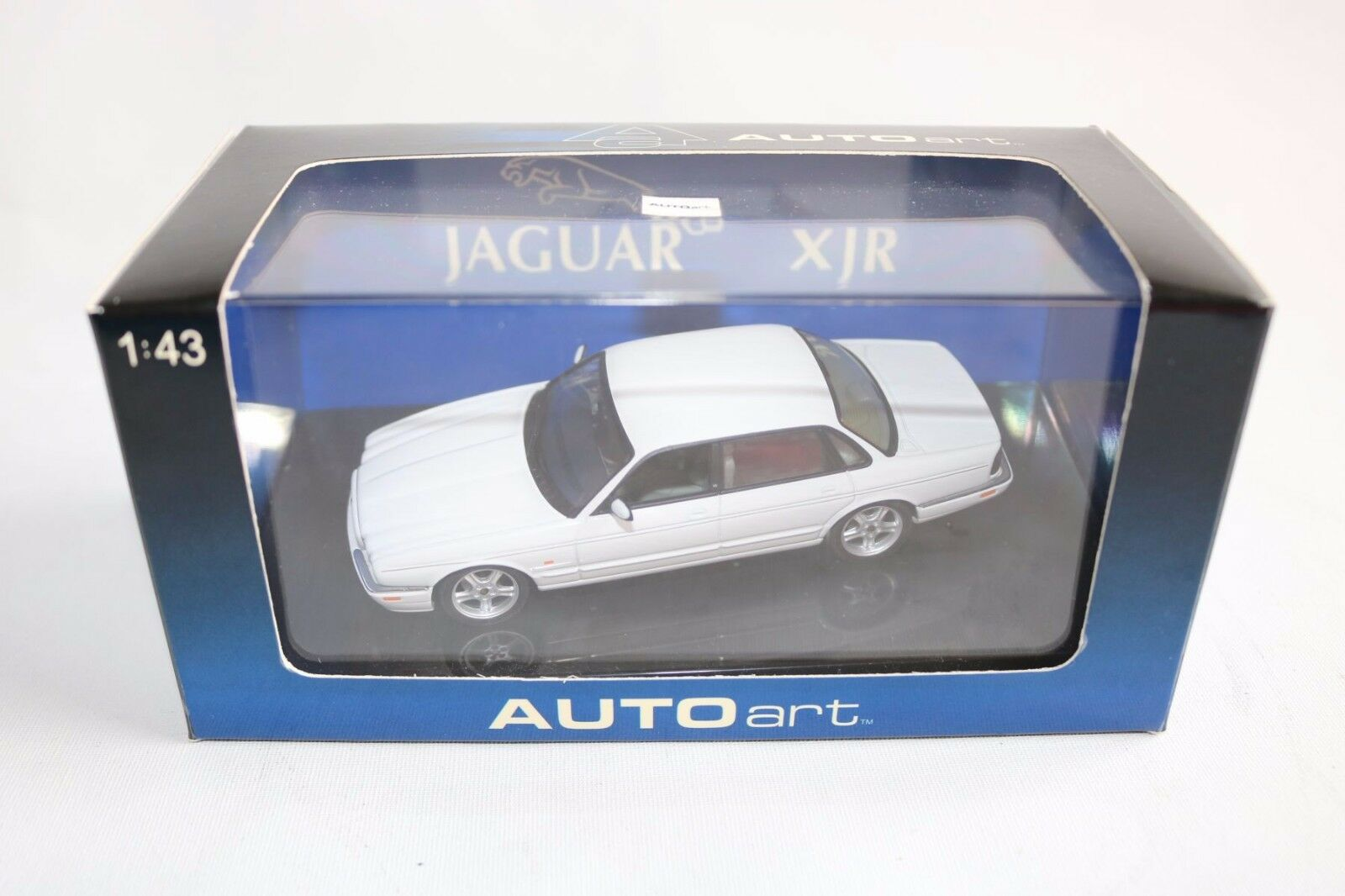 Auto art Autoart 53602 Jaguar XJR Blanco perfect mint in box  OVP Scarce