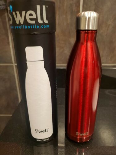 Swell Insulated Stainless Steel Water Bottle 25oz Red s/'well New $45 retail