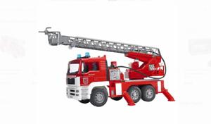 BRUDER 911    MAN Fire engine w selwing ladder, water pump + Light & Sound Module 64c244