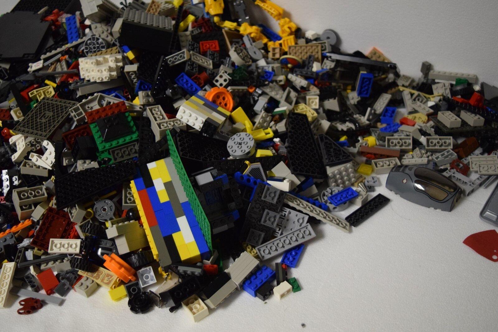 17 Pounds of Legos - - - LEGO 17 LB 580849