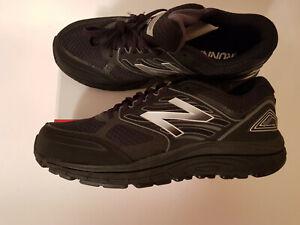Size 11.5 Extra Wide (4E), Black/Grey