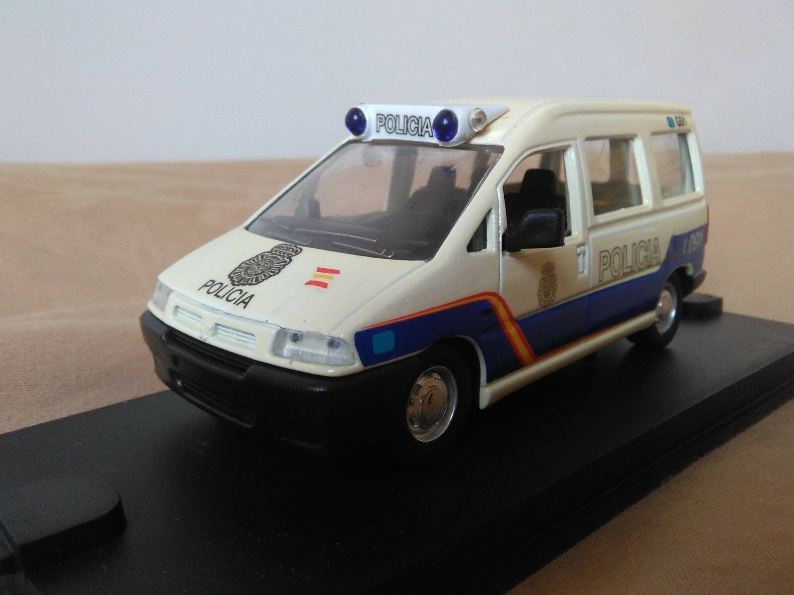 Old miniature 1 43 scale Carr pr044 peugeot expert 2000 national police.