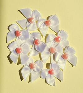 AD2 10 White Satin Bows With Bright Pink Hearts 30mm