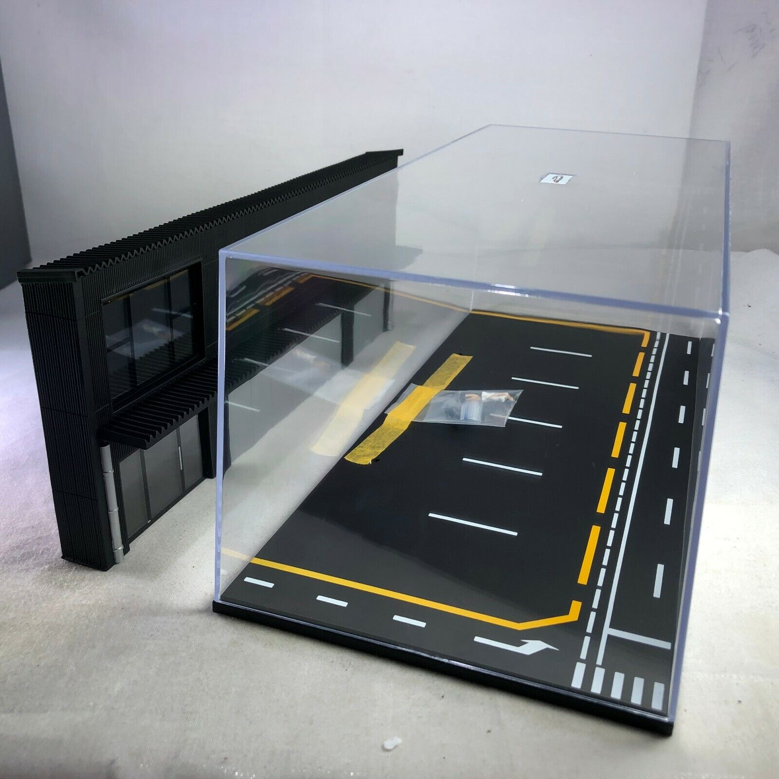 1 64 LB Works modified car shop scene with display case background board and LED